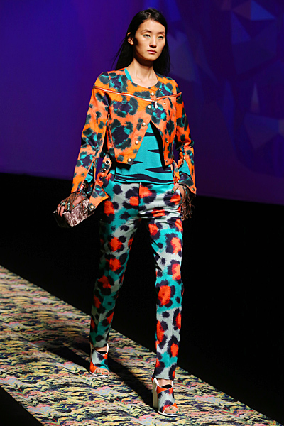Beyonce-Kenzo-The-Mrs.-Carter-Show-World-Tour-Paris-6