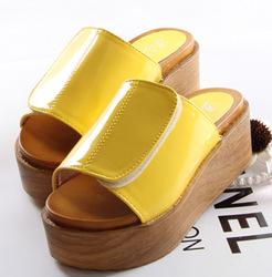 hot-sale-sandals-2013-platform-clogs-slippers-velcro-women-s-japanned-leather-shoes-slippers-Women-flip.jpg_250x250